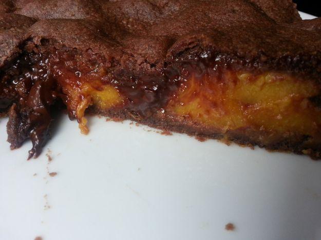 La ricetta della torta pesche e cioccolato