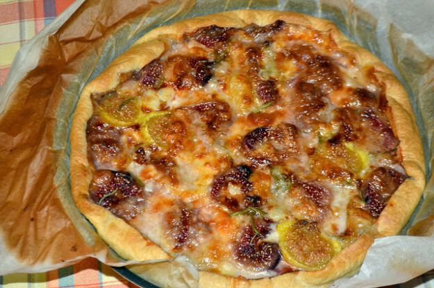 Pizza con la pasta sfoglia