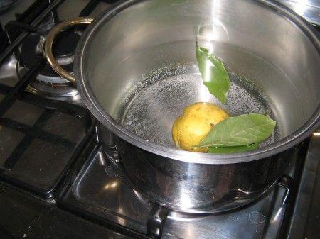 acqua bollita con limone alloro