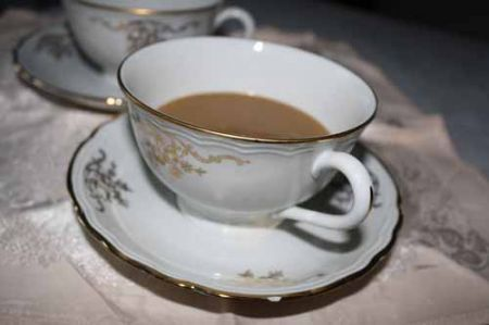 caffè versate nelle tazze