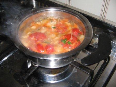 fagioli bolliti con pomodoro prezzemolo sale