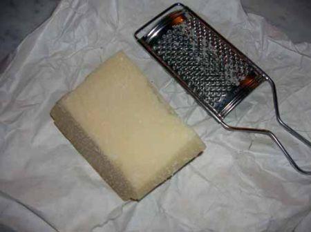 grattugiare il parmigiano