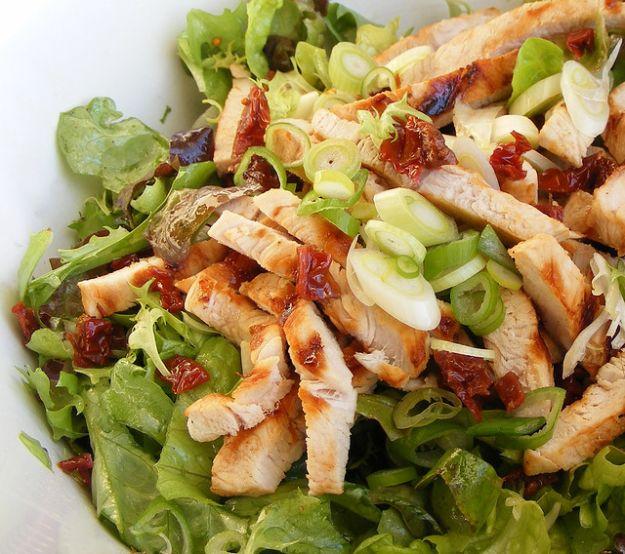 insalata con tacchino e pomodori secchi