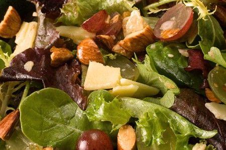 insalata uva mandorle ricetta autunnale