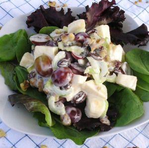 insalata waldorf astoria con mele e sedano rapa
