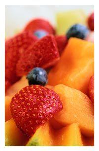 macedonia melone, frutti di bosco e basilico