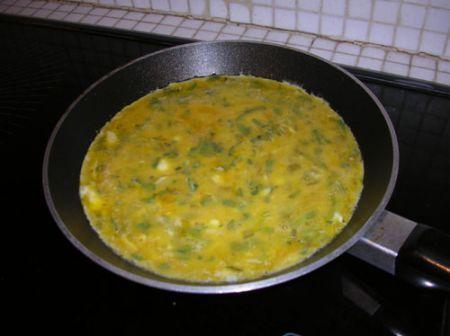 versate le uova nella padella