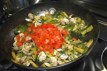 paccheri con vongole e zucchine