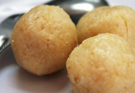 palline di riso con acciughe e formaggio
