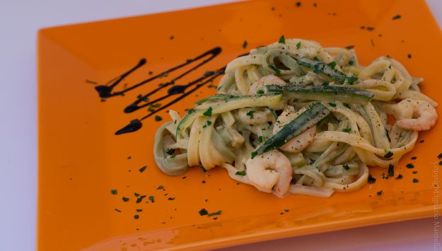 pasta zucchine e gamberetti lunga