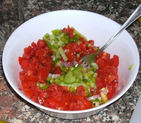 Tagliate le verdure a dadini