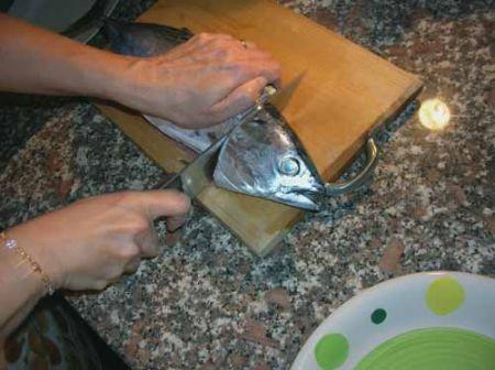 tagliate il tonnetto a pezzi