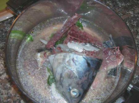 preparate il brodo di pesce