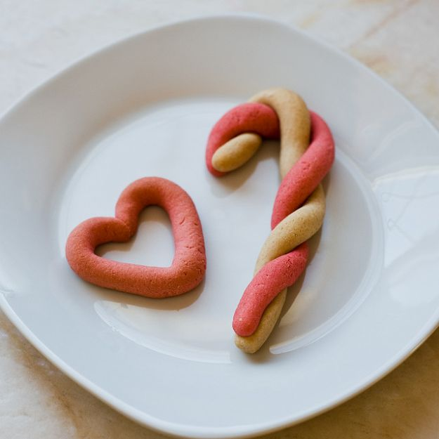 ricetta biscotti natale bastoncini zucchero