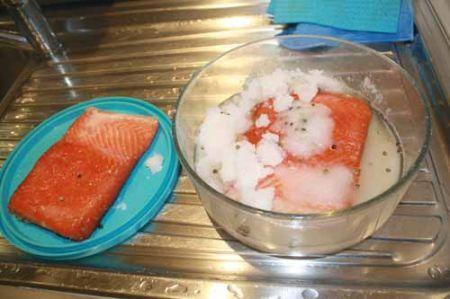 salmone alla fine della marinatura