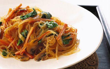 spaghetti di soia saltati coreani