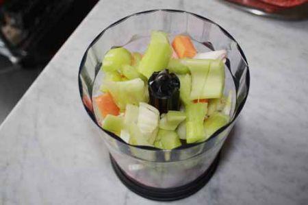 tritate le verdure con un frullino elettrico