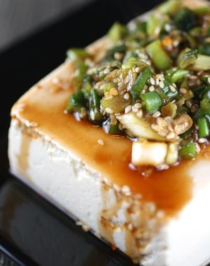 tofu con salsa aglio e peperoncino