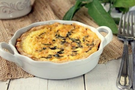torta salata con burro salvia e parmigiano