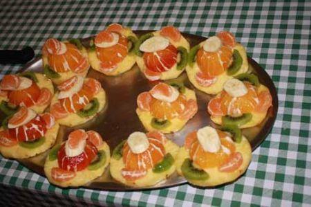 decorate con kiwi e mandarino