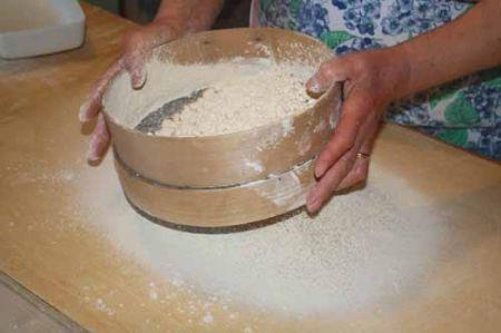 setacciate la farina di castagne