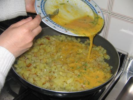 uova sulle patate cotte