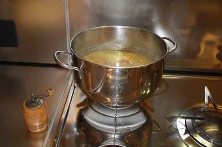 cuocete la zuppa di cipolle