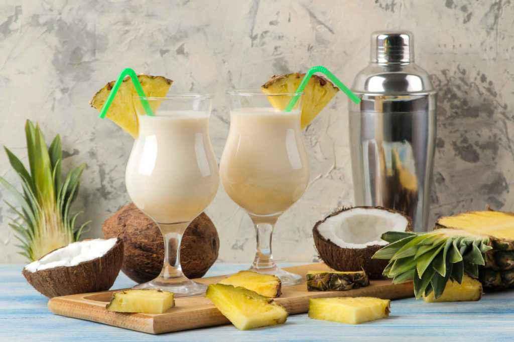 pina colada cocktail alla frutta