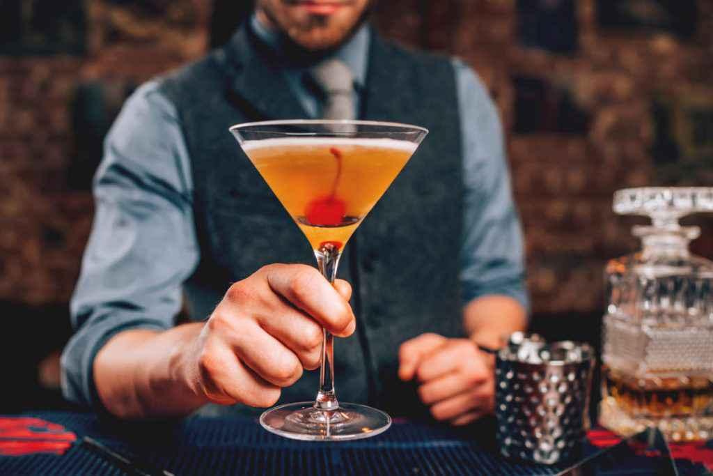 manhattan cocktail ini bicchiere martini