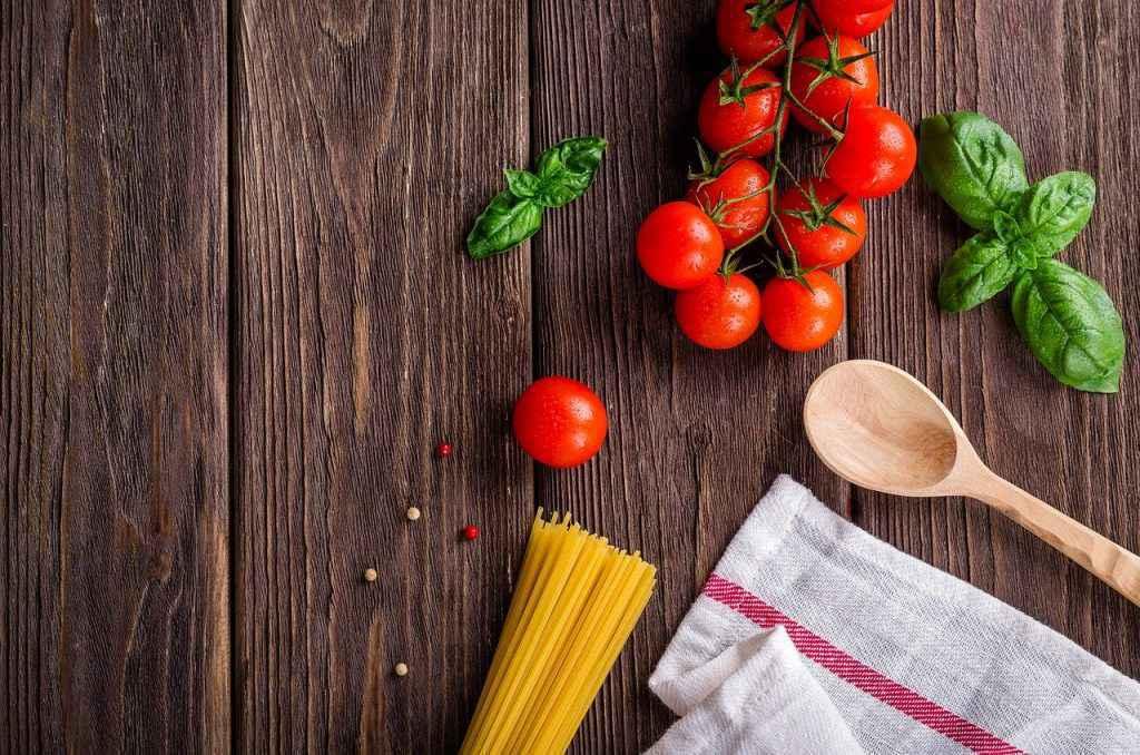 spaghetti con pomodorini freschi pasta e pomodoro