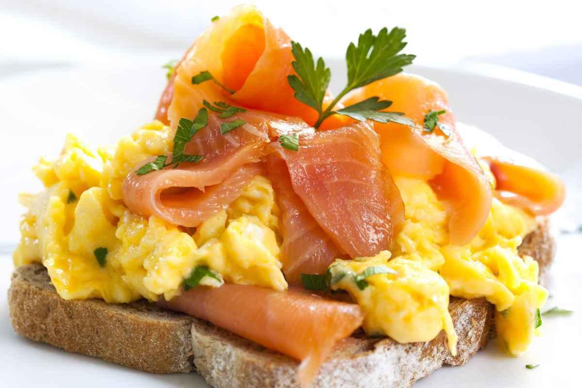 uova strapazzate al salmone