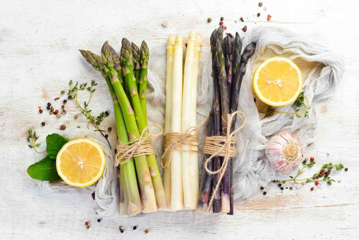 come cucinare gli asparagi in padella al forno al vapore