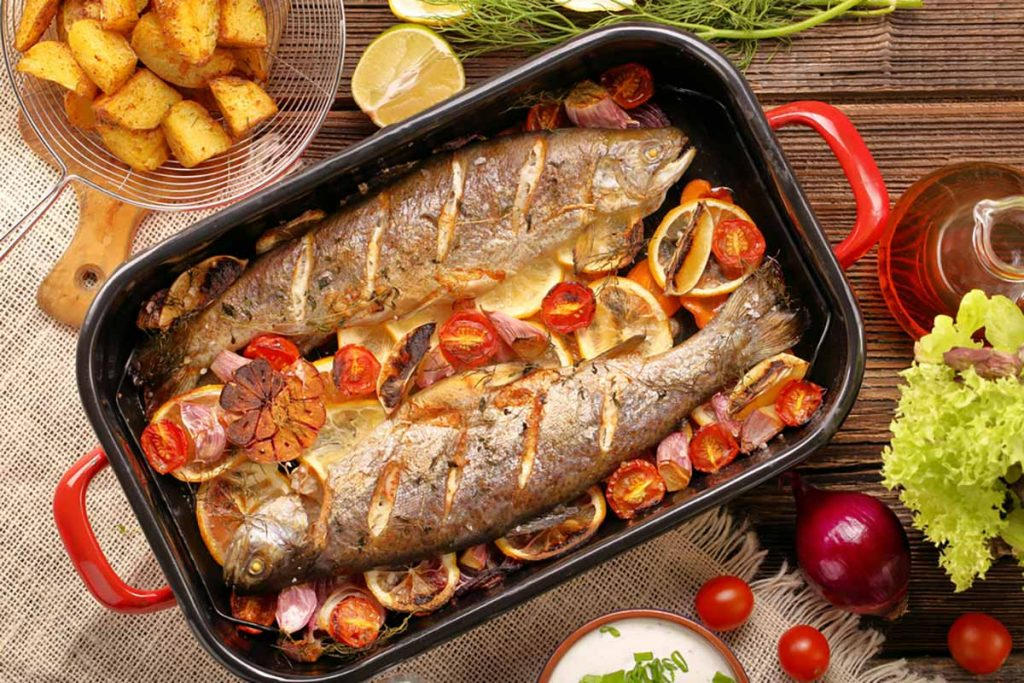Lampuga al forno con pomodorini e olive