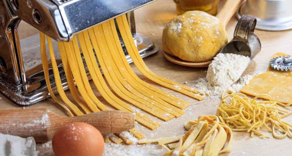 pasta fresca con uova fatta in casa