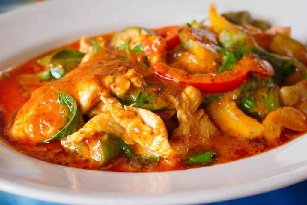 pollo con i peperoni verdure e pomodoro alla romana