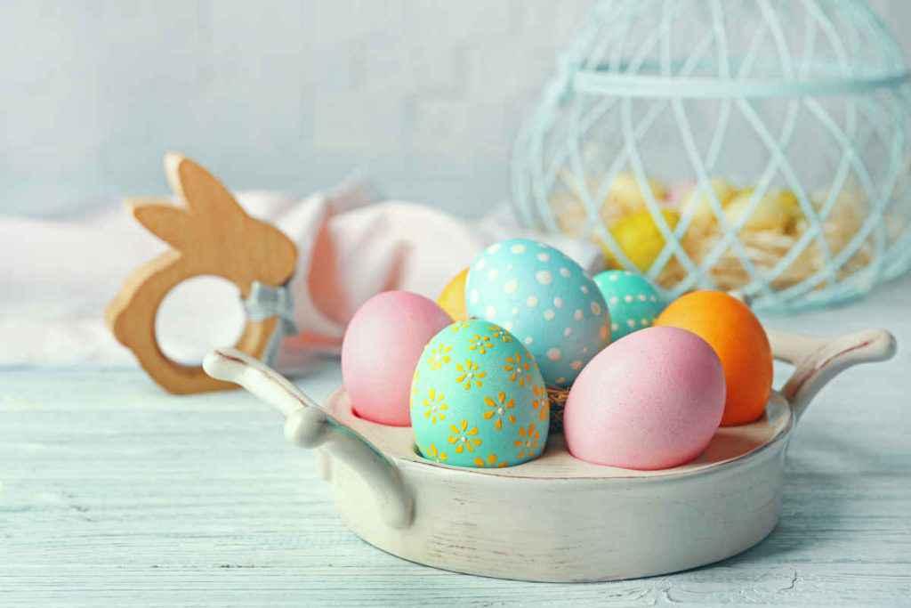 addobbi pasqua con uova colorate