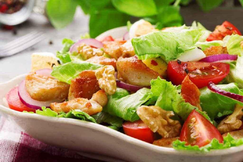 menu dietetico ricette light insalata di verdure e pollo