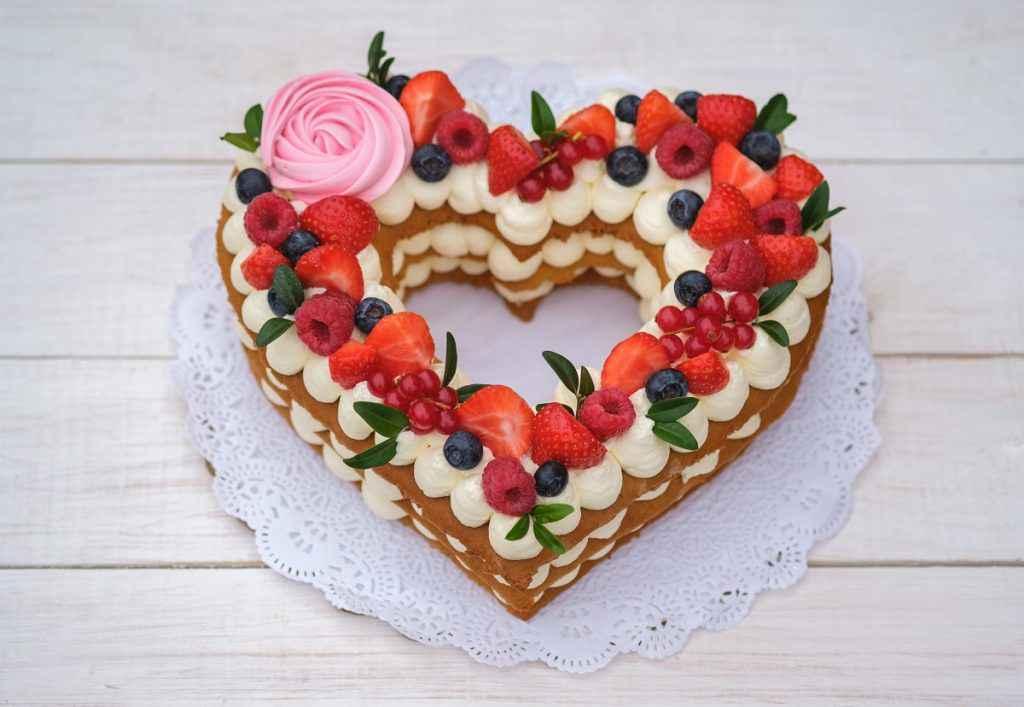 torta san valentino con stampi a forma di cuore