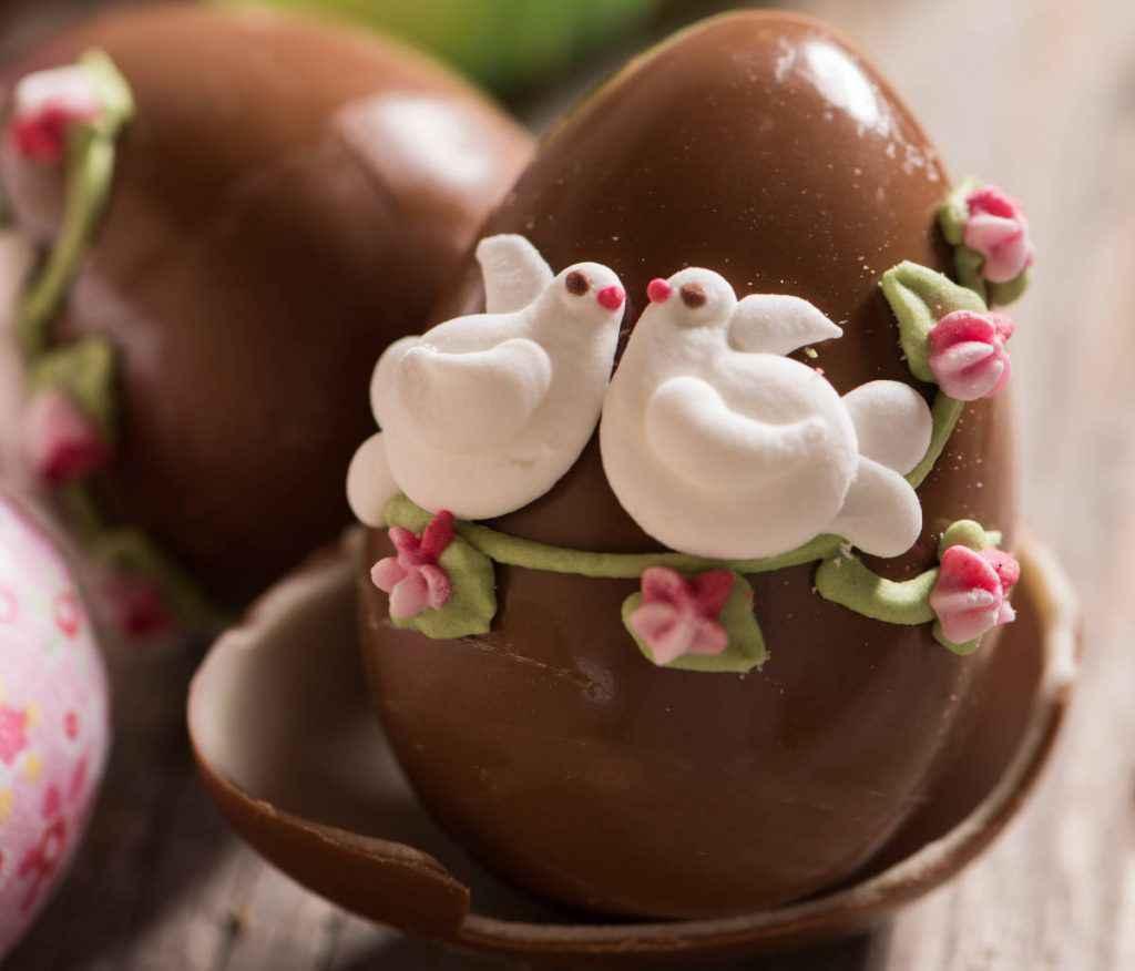 decorare uovo di pasqua romantico