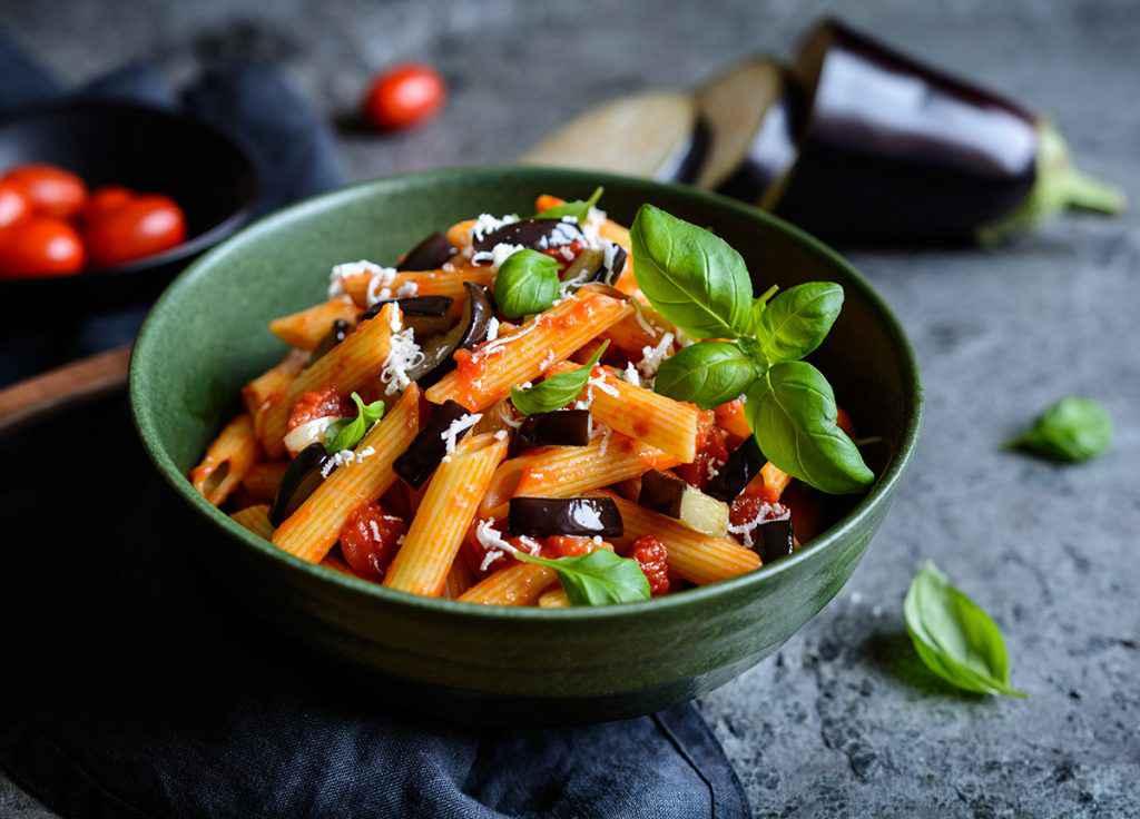 Pasta alla norma, la ricetta originale della pasta siciliana con melanzane