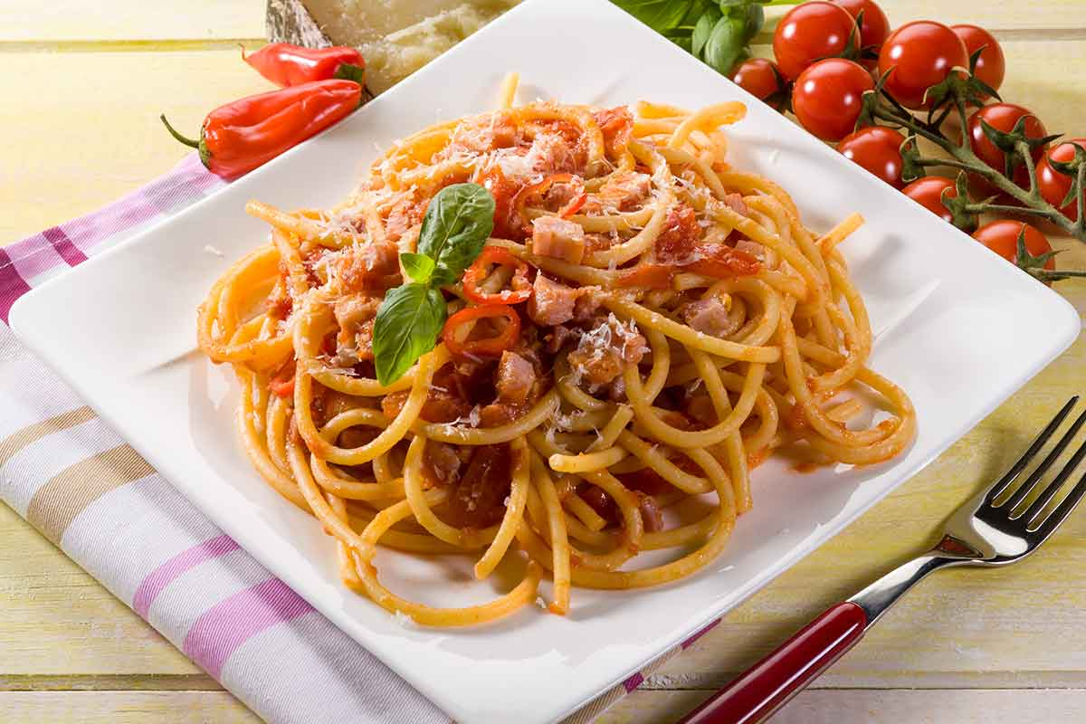 Pasta all'amatriciana con pancetta