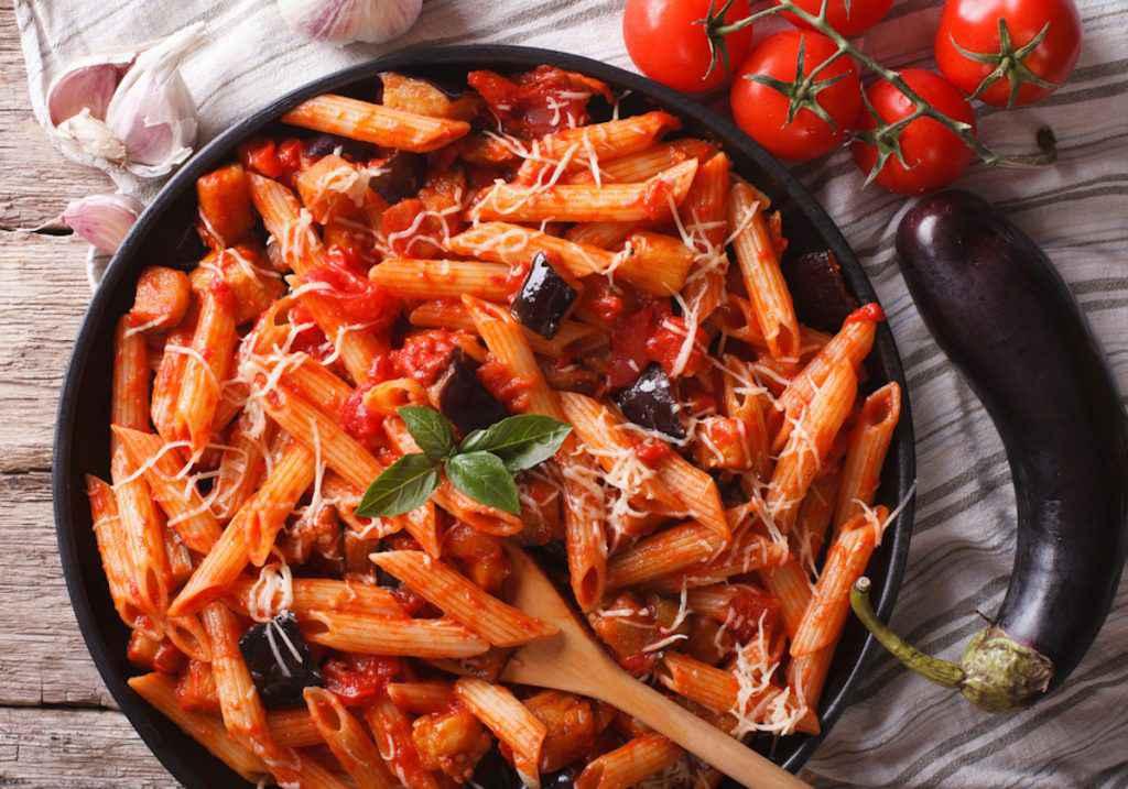 Pasta con melanzane: ricetta originale siciliana