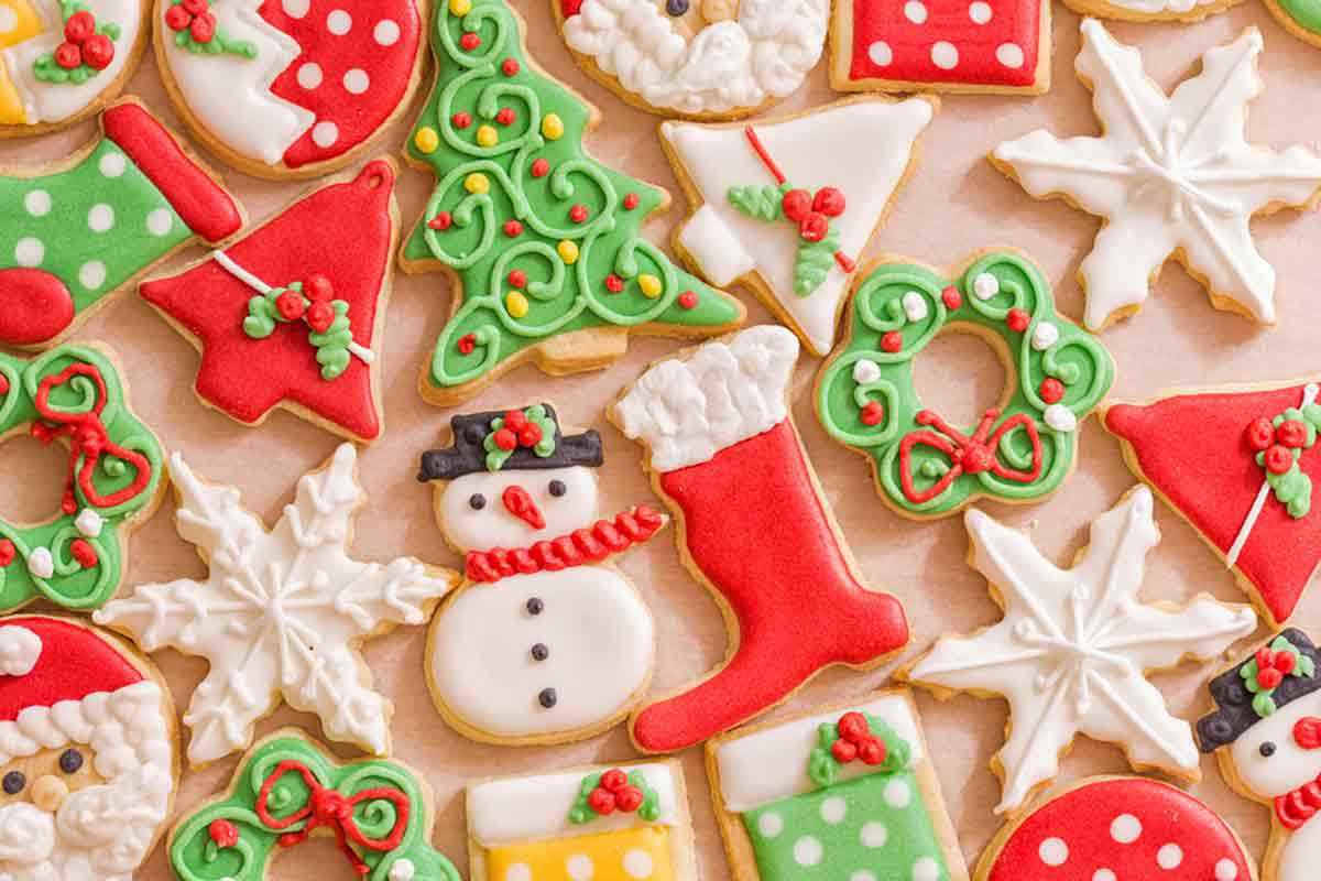 Biscotti di Natale con glassa colorata
