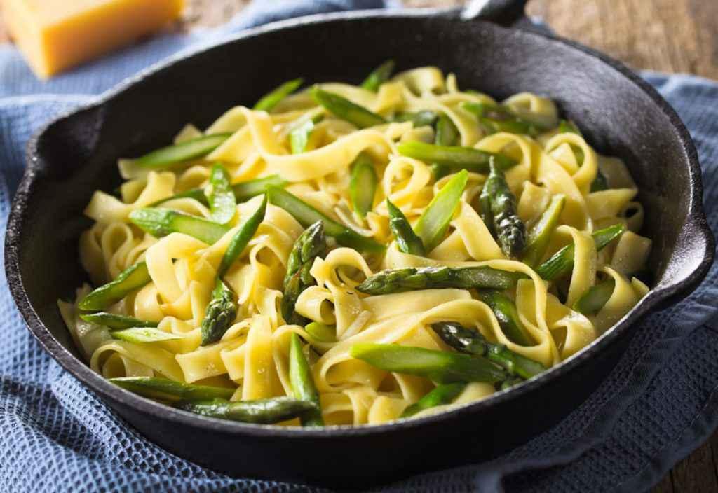 Pasta con asparagi: tagliatelle con asparagi freschi
