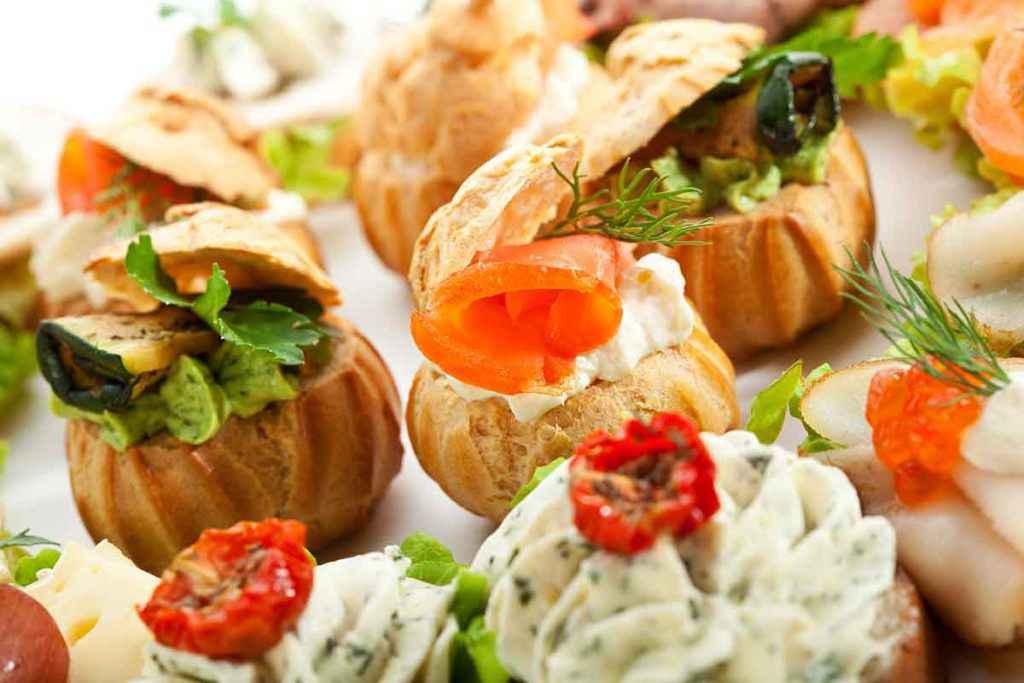 Finger food colorati in buffet
