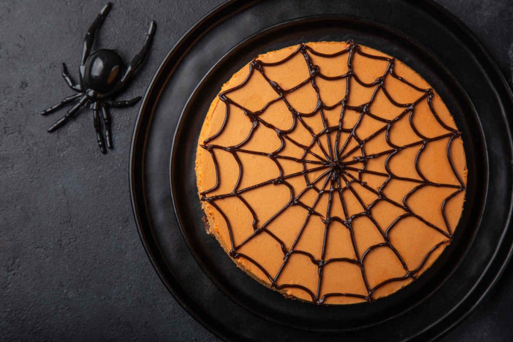 torta cheesecake alla zucca con ragnatela per halloween