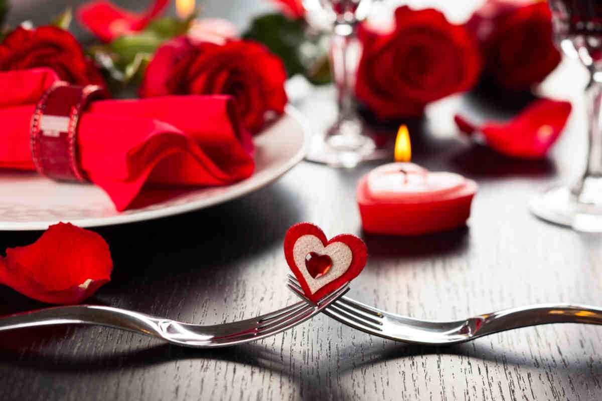 come decorare la tavola di san valentino