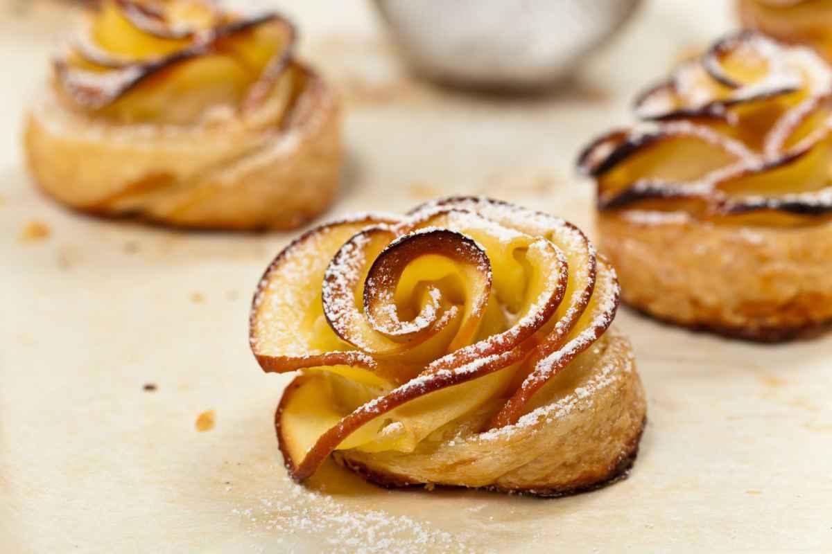 rose di pasta sfoglia con mele