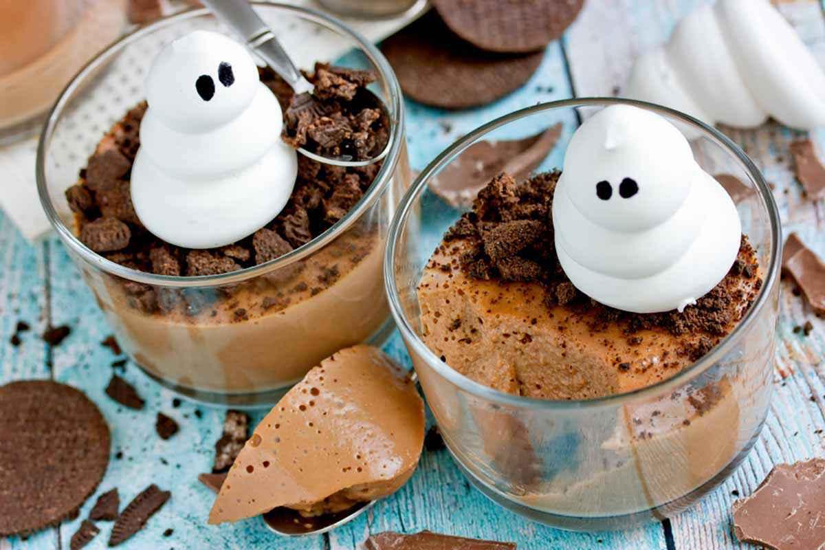 Mousse al cioccolato con fantasma per Halloween