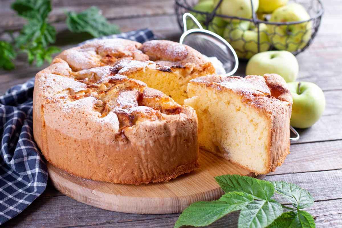porzione di torta di mele fatta con il bimby